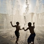 boys_in_fountain